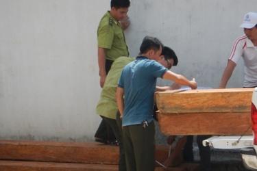 Phong Nha - Kẻ Bàng: Bắt giữ ô tô chở đầy gỗ lậu